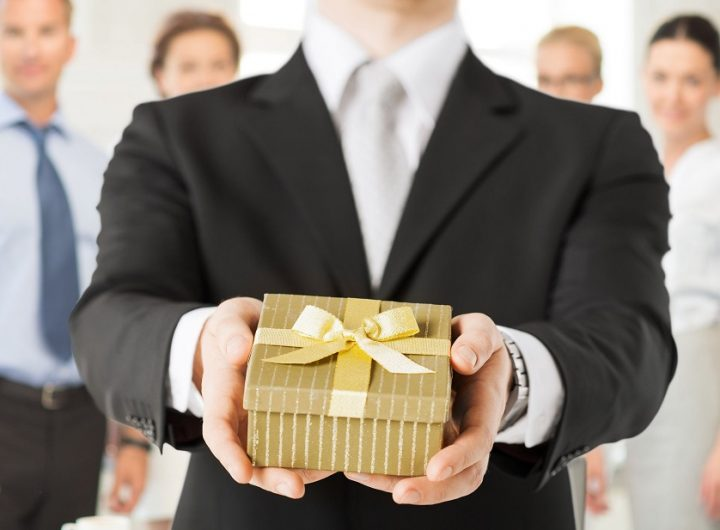 How Giving Away Premium Items To Customers Can Help Businesses